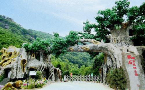 营业状态: 正常开园 预定 龙凤山风景区位于辽宁省西部喀左县尤杖子